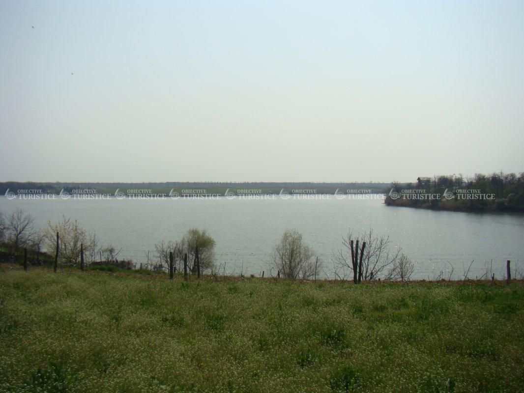 Lacul si padurea Caldarusani