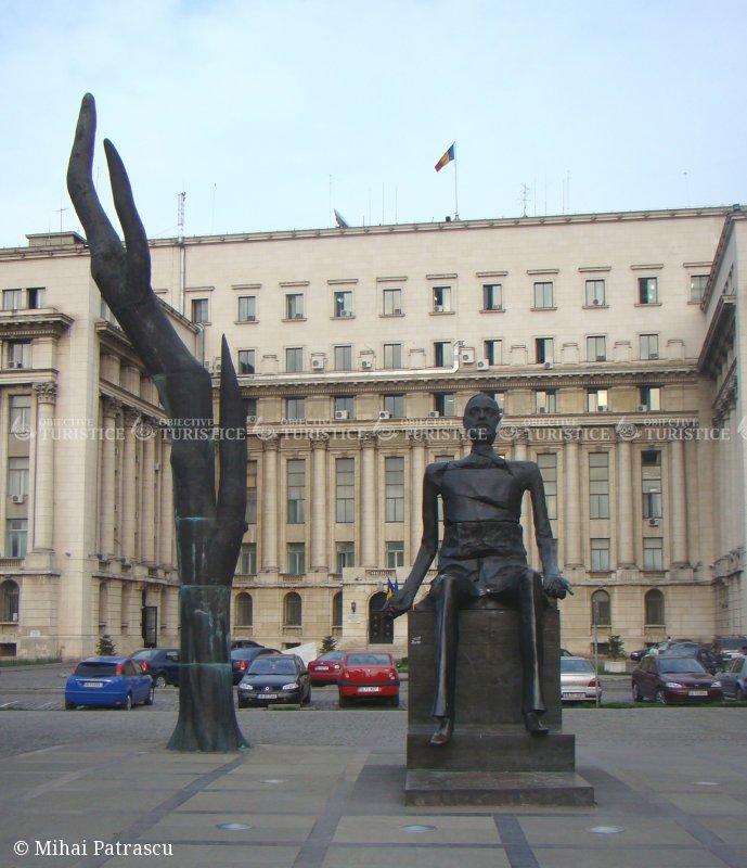 Statuia lui Iuliu Maniu