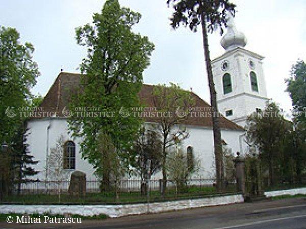 Biserica reformata din centrul satului Ozun