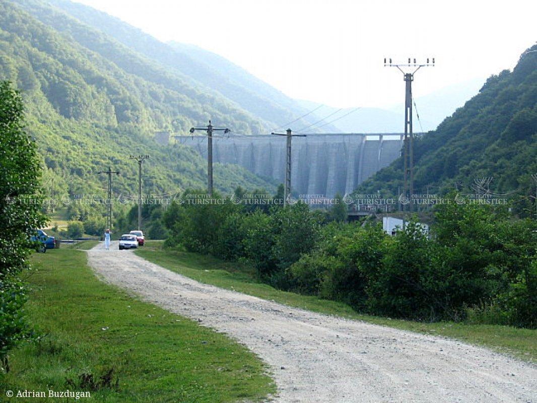 Barajul de la Gura Raului