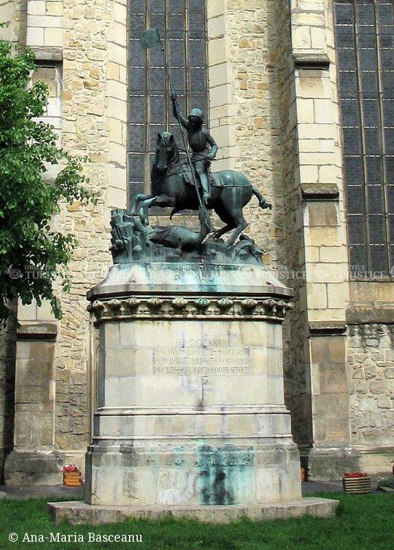 Statuia Sfantului Gheorghe