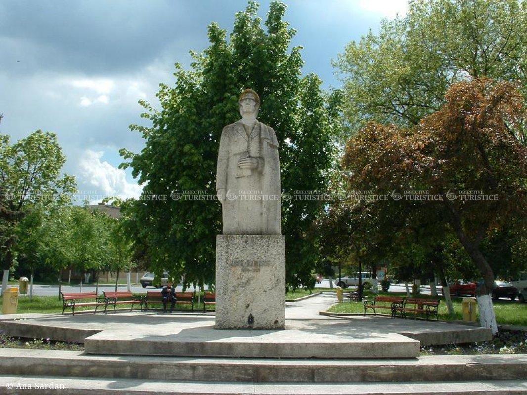 Statuia lui Eminescu