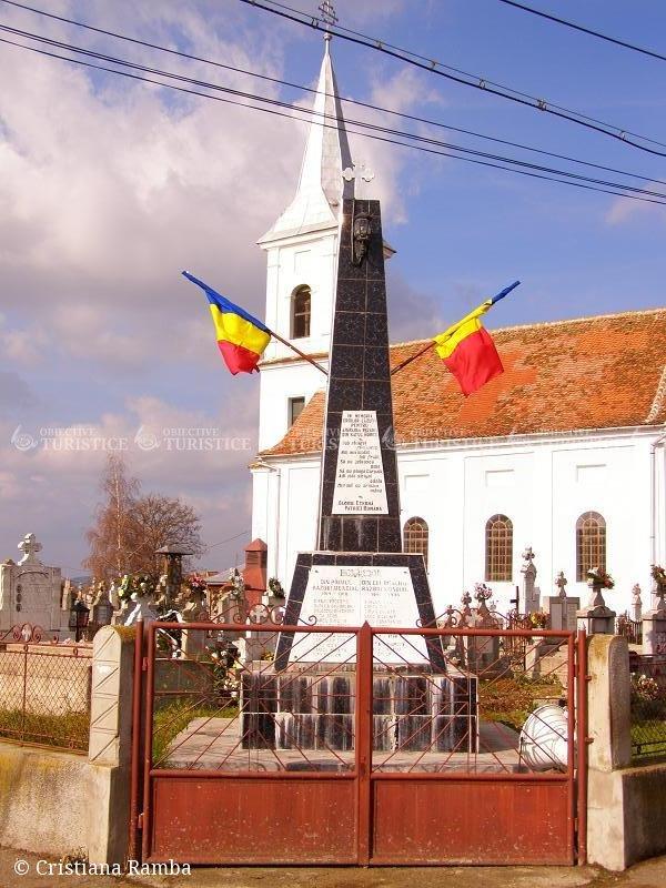 Monumentul Eroilor - sat Hurez