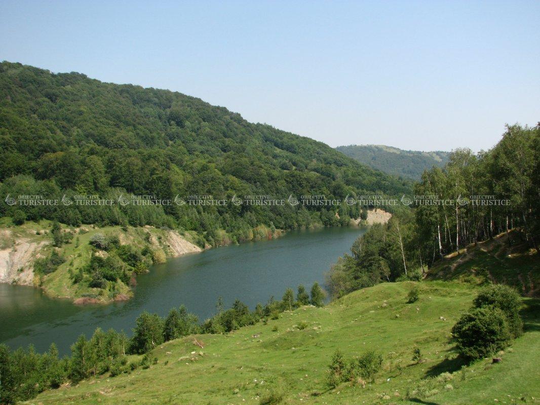 Barajul Maneciu