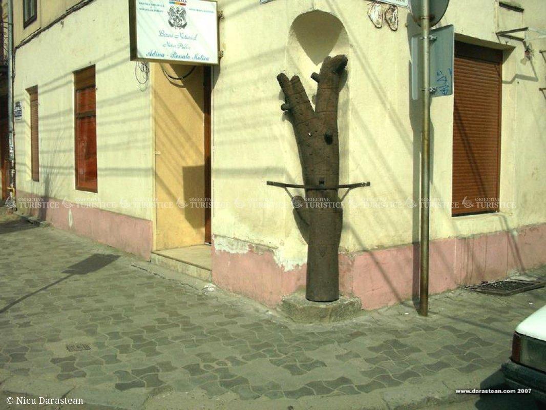 Casa cu Pomul Breslelor