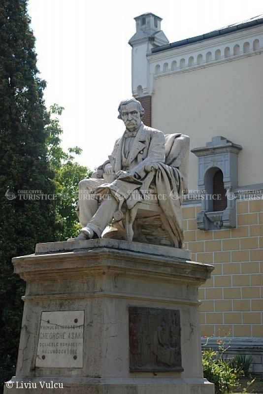 Statuia lui Gheorghe Asachi