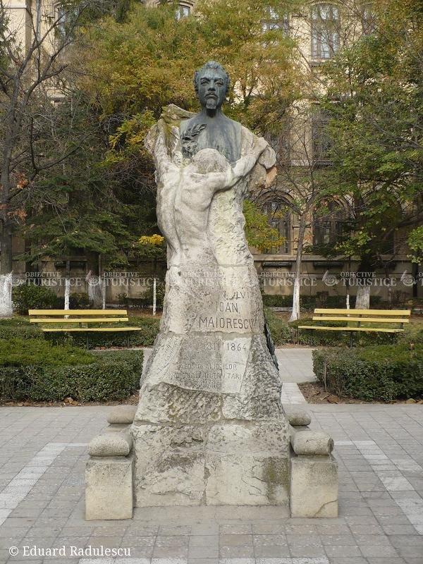 Statuia lui Ioan Maiorescu