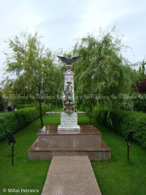 Monumentul Eroilor morti pentru reintregirea neamului