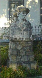 Statuia lui Calistrat Hogas