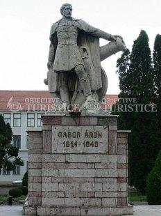 Statuia lui Gabor Aron