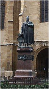Statuia episcopului Georg Daniel Teutsch