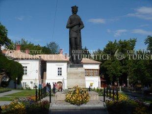 Statuia lui Mircea cel Batran