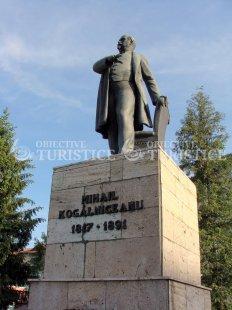 Statuia Kogalniceanu