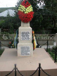 Monument ridicat in cinstea ostasilor eroi