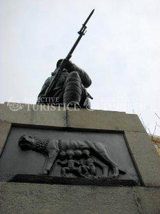Statuia Eroului Necunoscut din Primul Rãzboi Mondial