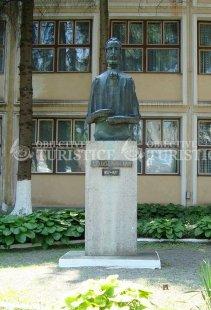 Bustul lui Alexandru Papiu Ilarian