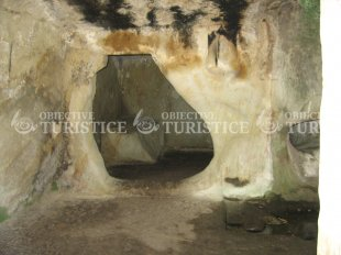 Schitul rupestru din Alunis