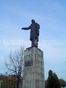 Statuia lui Mihai Eminescu